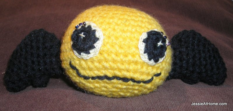 Yellow-crochet-bat