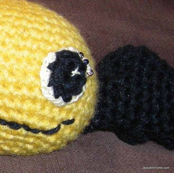 yellow-battie-bat