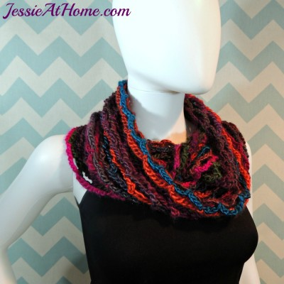 Nettie's-Super-Simple-Cowl-free-crochet-pattern-by-Jessie-At-Home