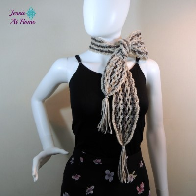 Netties-Super-Simple-Tassel-Scarf-free-crochet-pattern-by-Jessie-At-Home-