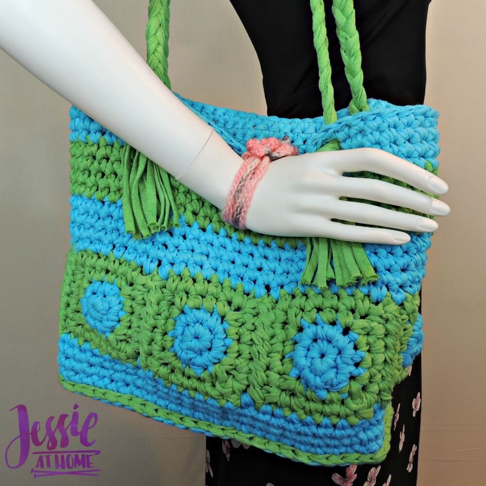 Free Crochet Pattern For Laundry Bag : Hoooked Tote Jessie At Home