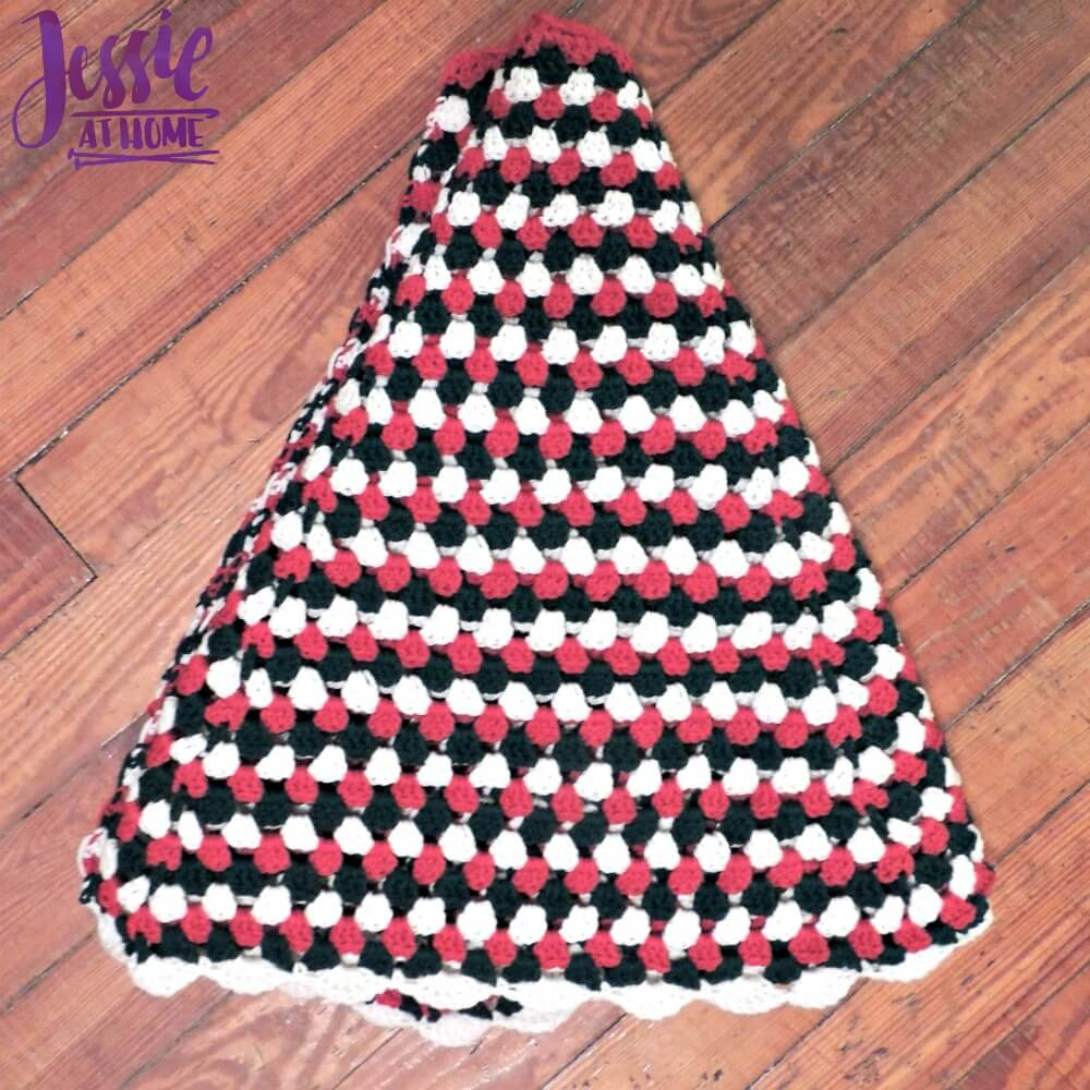 Granny Stripe Tree Skirt free crochet pattern by Jessie At Home - 2