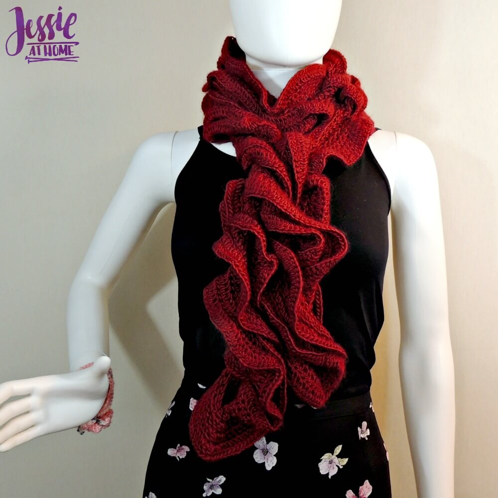 Tosh - Chain Ruffle Scarf - crochet pattern by Jessie At Home - 1