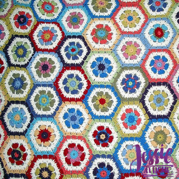 Flower to Hexagon Granny free crochet pattern by Jessie At Home - square