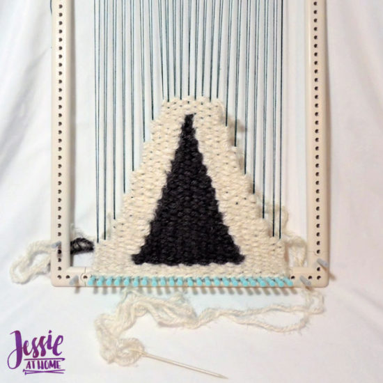 Learn to make Woven Wall Hangings - review by Jessie At Home - Weaving