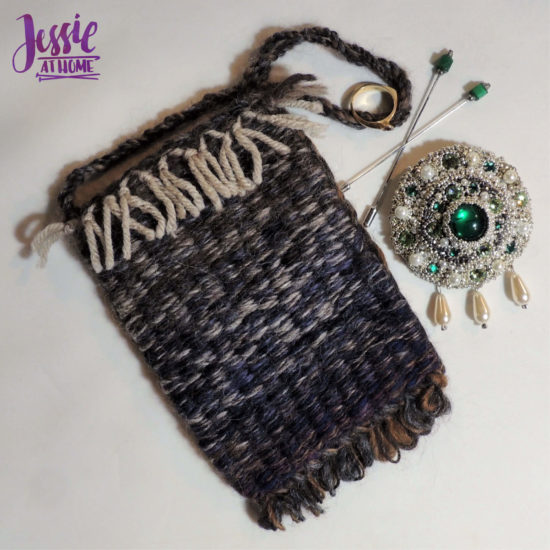 Stick Weaving Tutorial by Jessie at Home - Bag with pin