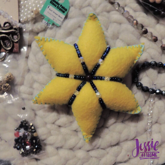 Felt Holiday Star - Felt Craft Tutorial by Jessie At Home - Bead Around